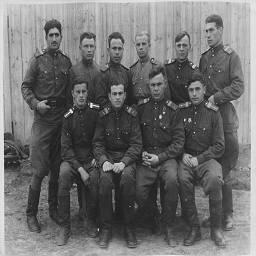 Бойцы 187-го гвардейского штурмового авиационного полка