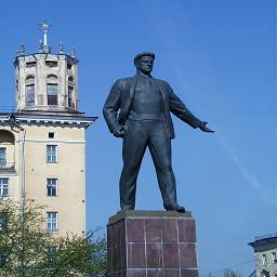 памятник маяковскому 2. Новокузнецк