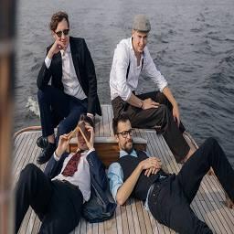 ВИА «Пролетарское Танго» — это позитивный и солнечный ретро-оркестр стиляг, исполняющий добрые легкие кавер-версии хитов советской эстрады
