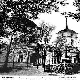 во дворе монастыря