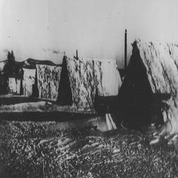 73. шалаши первостроителей зима 1932-1933 г.jpg