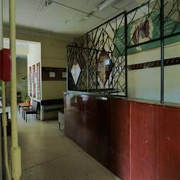 Идеально сохранившийся оригинальный интерьер в здании Женской консультации, коридор и гардероб, поликлиника 5, Татищева, 63
