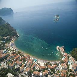 Прекрасный город Петровац всегда готов принимать гостей. Если вы решили провести ваш отпуск в Черногорьи, тогда вам обязательно нужно посетить это место.