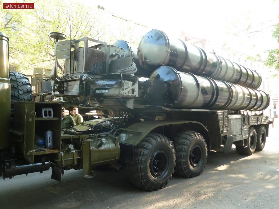 Зенитно-ракетный комплекс С-300 средство противоракетной обороны от оперативно-тактических и баллистических ракет.