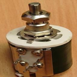 крепление и контакты переменного резистора
