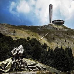 Здание для съездов Болгарской коммунистической партии, горный хребет Бузлуджа.