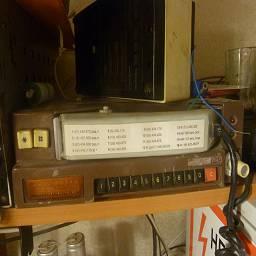 Рация soontone LPD в советском корпусе Была рация soontone без аккумуляторов и корпус от советской «мобилы» Нира воткнул внутрь радейку, вывел на панель кнопки управления, громкость, переключатель каналов, подключил трубку и установил внутрь мощный аккумулятор. Моддинг в стиле советпанк, выполнил linker