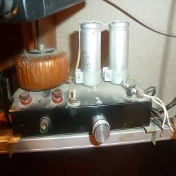 Усилитель в советском корпусе Металлический корпус и тороидальный трансформатор взял от советской кассовой-счетной  машины урал, вся конструкция стоит на мониторе и служит уже не один год. Моддинг в стиле советпанк, выполнил linker