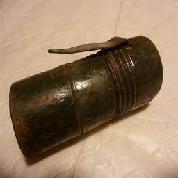 Еще один фонарь для крепления к знаку заражено в ужасном состоянии, внутри кажется сгнила батарейка