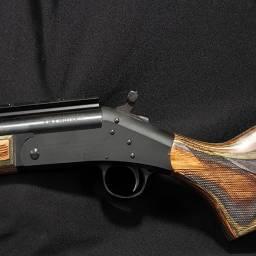 HR 1871 Инкорпорэйтид является преемником фирмы Харрингтон энд Ричардсон Файрармз Компани и подразделением Нью Инглэнд Файрармз Компани. Последние восемь лет они продают довольно удачные модели переламывающихся одноствольных винтовок и дробовых ружей. Изделия HR - винтовки Хэнди-Райфлз и одноствольные ружья - стали хорошо известны как надежное, исключительного качества оружие для охоты и отдыха, продаваемое по умеренной цене.