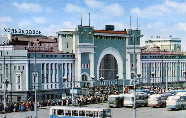 """Как уже сообщала """"Советская Сибирь"""", в большом зале администрации Новосибирской области состоялось совещание с главами муниципальных районов, городских округов и председателями районных Советов депутатов."""