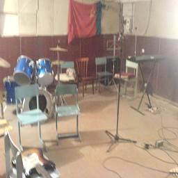 Музыкальный кружок, в подвале школы, Спутник