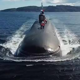 """Стратегический ракетоносец """"Юрий Долгорукий"""" оказался весьма перспективным образцом, по характеристикам превзошедший все остальные образцы подводных лодок стоящих на вооружении России, благодаря своей боевой мощи, функциональности и скрытности."""
