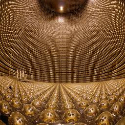 детектор – огромный резервуар (40х40 м) из нержавеющей стали, заполненный 50 000 т чистой воды, которая служит мишенью для нейтрино