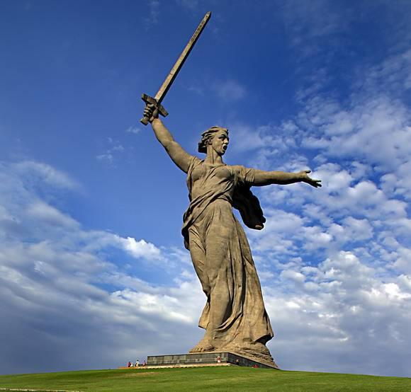 События связанные с Великой Отечественной Войной на прямую или косвенно коснулись каждого нашего соотечественника лично, его родственников или друзей, отразились на их судьбах, их городе, качестве жизни и на всей стране в целом, что не может вызывать сомнений даже спустя 75 лет
