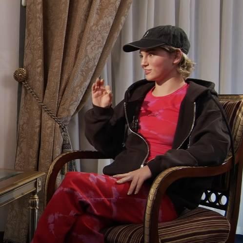 21 летняя блогерша Марьяна Рожкова во время интервью с Дмитрием Гордоном, разоткровенничавшись решила отдать Сахалин Японии.